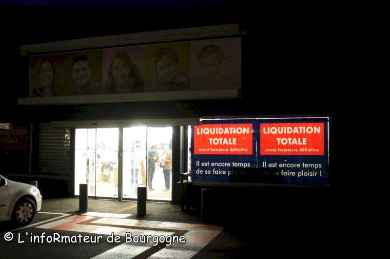 4fe06f4b30 Ce lundi 12 novembre 2018, la surface commerciale Kiabi située sur la zone  industrielle à la Saule à Saint-Vallier est fermée.